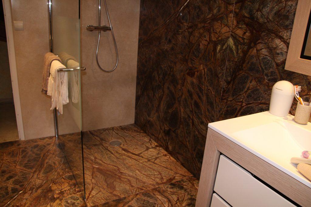 Réalisation receveur de douche en marbre et pose